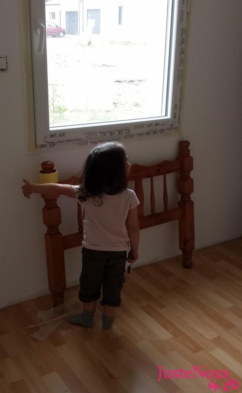 Minigeek gérant les opération de peinture dans sa future chambre.